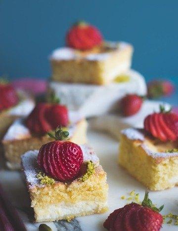 Rezept Torta Nua - Traumhafter italienischer Kuchen mit Ricottacreme, Erdbeeren und Pistazien