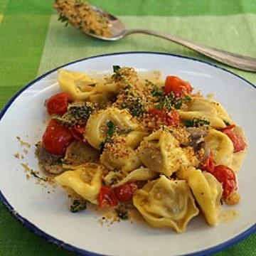 Rezept Tortellini-Pfanne mit Zitronen-Petersilien-Bröseln