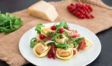 Rezept Tortelloni mit Rucola-Pesto und Johannisbeeren