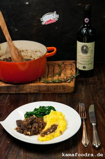 Rezept Toskanisches Wildschweinragu mit Schokolade, Safranpüree und Butterspinat