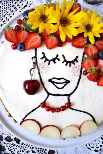 """Rezept Trend-Kuchen """"Face Cake"""" oder Sommerliches Blumenmädchen trifft den einfachsten Cheesecake der Welt"""