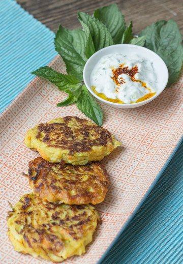 Rezept Türkische Mücver: Zucchini-Möhren-Puffer