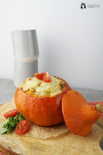 Rezept Überbackener gefüllter Hokkaido-Kürbis mit leicht scharfer Quinoa-Füllung