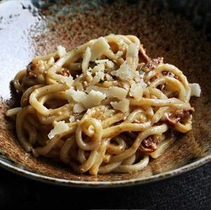 Rezept Udon Carbonara vegetarisch mit Scarmoza-Räucherkäse