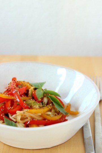 Rezept Udon-Nudelpfanne mit Paprika und Sesam