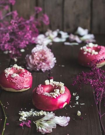 Rezept Vanille Brioche Donuts mit Granatapfelguss