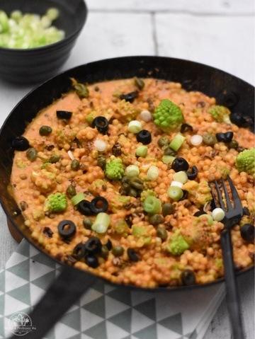 Rezept Vegane Pfanne mit Romanesco, Fregola und Chili