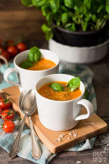 Rezept Vegane Tomaten-Kokos-Suppe mit Basilikum