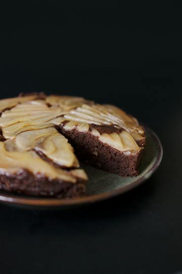 Rezept Veganer Upside-Down Schokoladenkuchen mit karamellisierten Birnen