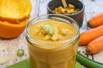 Rezept Veganes Orangen-Karottensüppchen mit vielen Extras