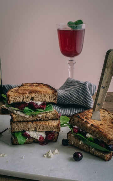 Rezept Veganes Ricotta und Balsamico Beeren Sandwich