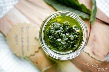Rezept Veganes Wildkräuterpesto aus Blutampfer und Cashew