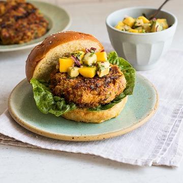 Rezept Vegetarischer Burger mit Mango-Avocado-Topping