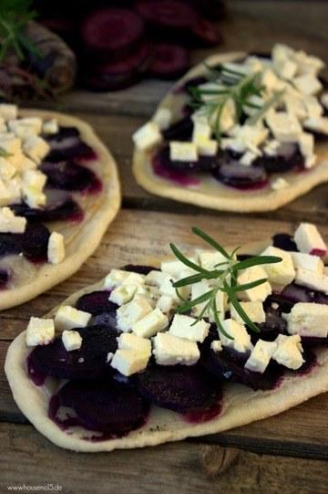 Rezept Violetter Möhren-Flammkuchen