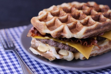 Rezept Waffelburger Chili-Cheese-Bacon – Burger mal anders!