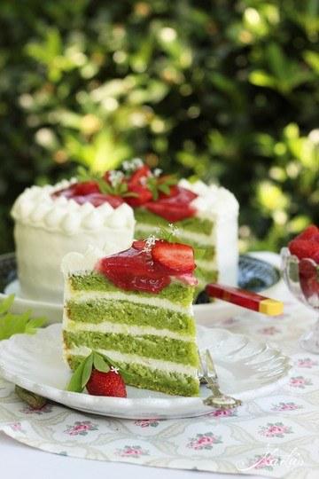 Rezept Waldmeistertorte mit Erdbeeren