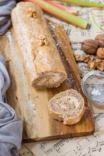 Rezept Walnuss-Biskuitrolle mit Rhabarberfüllung