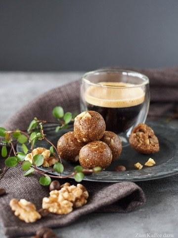 Rezept Walnuss-Espresso-Kugeln