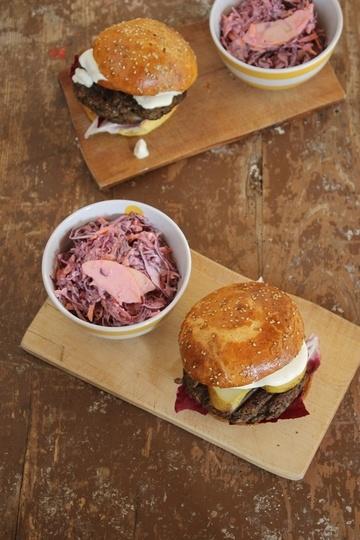 Rezept Walnuss-Pilz-Burger mit Birne, Radiccio und Gorgonzola im Brioche Burger Bun