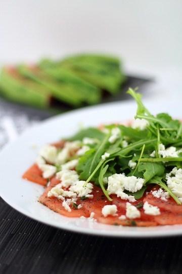 Rezept Wassermelonen-Carpaccio mit Fetakäse, Rucola und Mohnöl