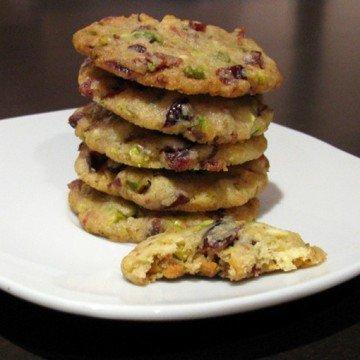 Rezept Weihnachtliche Cookies mit weißer Schokolade, Pistazien und Cranberries