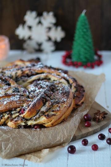 Rezept Weihnachtlicher Hefekranz mit Schokolade und Marzipan