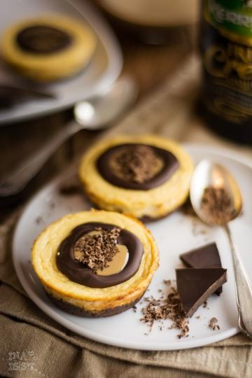 Rezept Weihnachtlicher Käsekuchen - Schokoladige Irish Cream Liqueur Cheesecakes