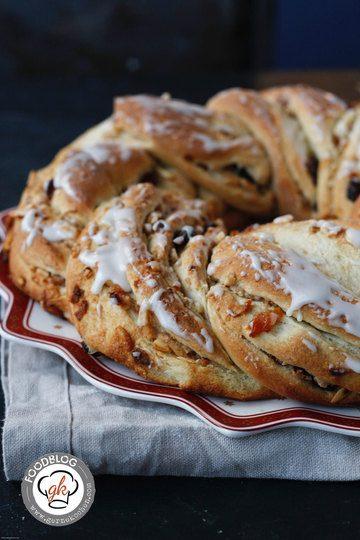 Rezept Weihnachtshefekranz mit Mandeln, Cranberries & Aprikosen