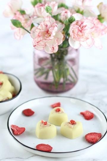Rezept Weiße Schokoladen Pralinen mit Frischkäse-Erdbeerfüllung