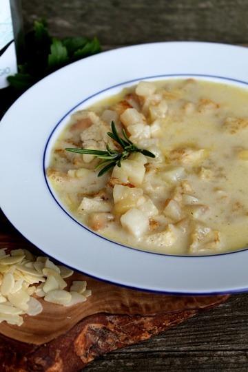 Rezept Weißweinsuppe mit glasierten Birnen und Mandelcroutons