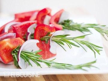 Rezept Wenn der Grill ruft … lecker-leichte Paprika-Rosmarin-Sticks