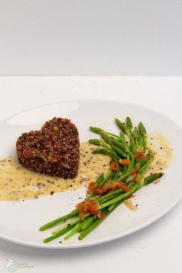 Rezept Wilder Spargel mit rotem Quinoa