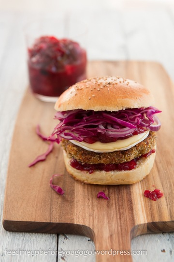 Rezept Winterburger mit Kürbis-Maronen-Haselnuss-Patty, Cranberry-Birnen-Chutney & Camembert