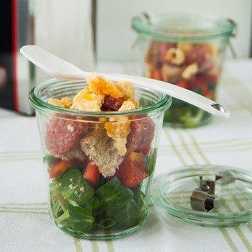 Rezept Winterlicher Brotsalat mit Gruyere und Wildschweinsalami