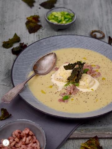 Rezept Wirsing-Rahmsuppe mit Speck-Eis, Krabben & Wirsing-Chips