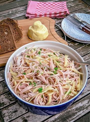 Rezept Wurstsalat mit Käse