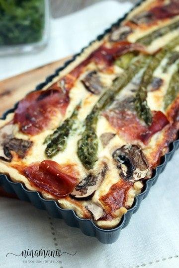 Rezept Würzige Tarte mit grünem Spargel, Champignons und Schinken