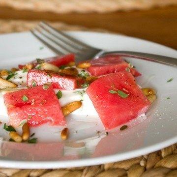 Rezept Ziegenfrischkäse mit Wassermelone und Pinienkernen