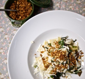 Rezept Ziegenkäse-Zitronen-Pasta mit Mangold und Mandel-Gremolata