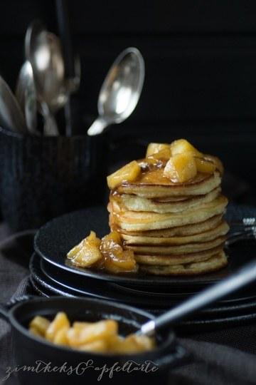 Rezept Zimt-Pancakes mit karamelliserten Äpfeln