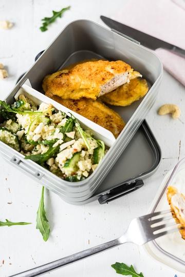 Rezept Zitronen-Joghurt-Hähnchen in Parmesan-Hülle mit Couscous-Salat