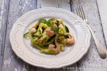 Rezept Zucchini-Chili-Minze-Salat mit Garnelen