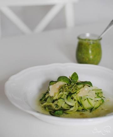 Rezept Zucchini Nudeln mit Basilikum Pesto