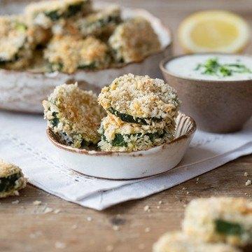 Rezept Zucchini-Parmesan-Taler mit Joghurt-Dip