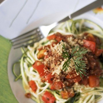 Rezept Zucchini-Pasta mit Paprika-Sauce und Walnuss-Parmesan