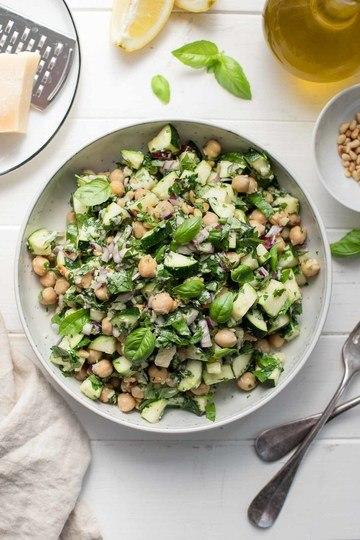 Rezept Zucchini-Salat mit Kichererbsen, Zitrone, Parmesan & Kräuter