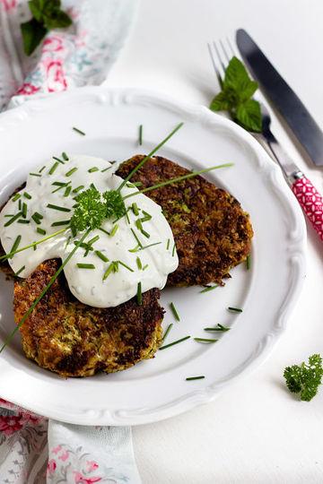 Rezept Zucchini-Thunfisch Bratlinge mit Kräuterdip