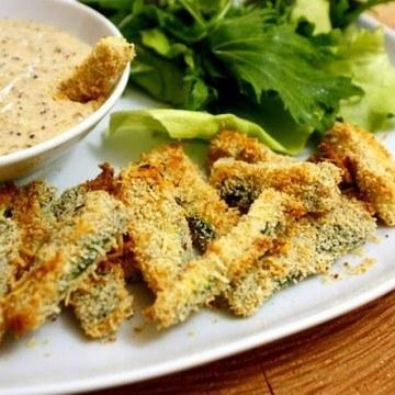 Rezept Zucchinisticks mit karamellisiertem Zwiebeldipp