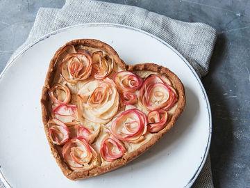 Rezept Zuckerreduzierter Apfel-Rosen-Kuchen