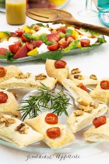 Rezept Zweierlei Foccacia und Tomaten-Pfirsich-Salat mit Burrata